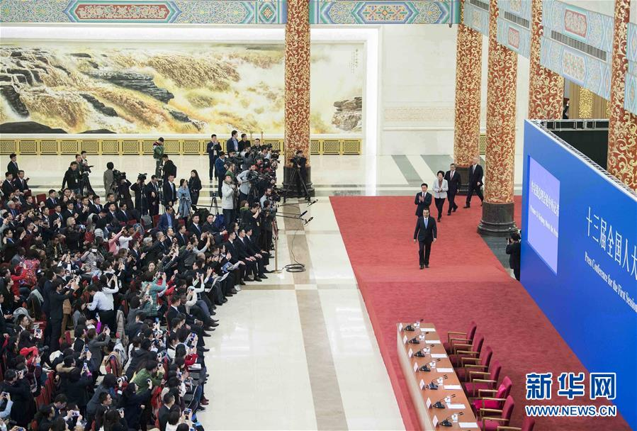 (两会)(8)国务院总理李克强等与中外记者见面