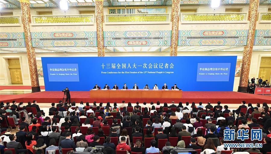 (两会)(9)国务院总理李克强等与中外记者见面