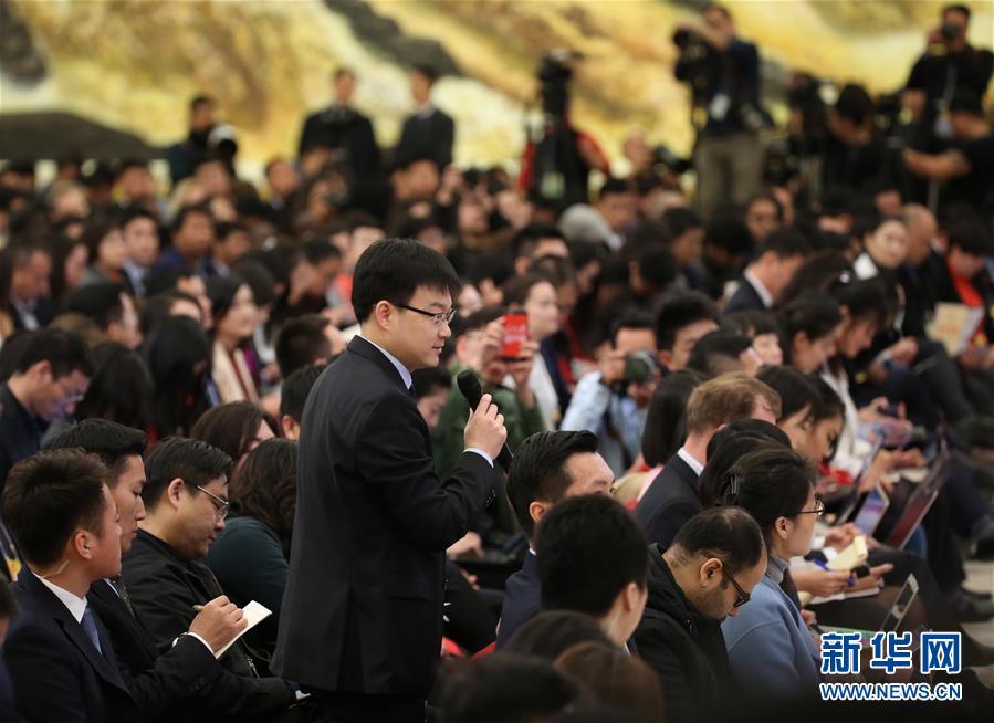 (两会)(10)国务院总理李克强等与中外记者见面