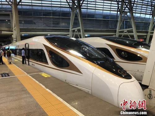 資料圖:復興號動車組在京津城際鐵路按照時速350時速達速運行。冷昊陽 攝