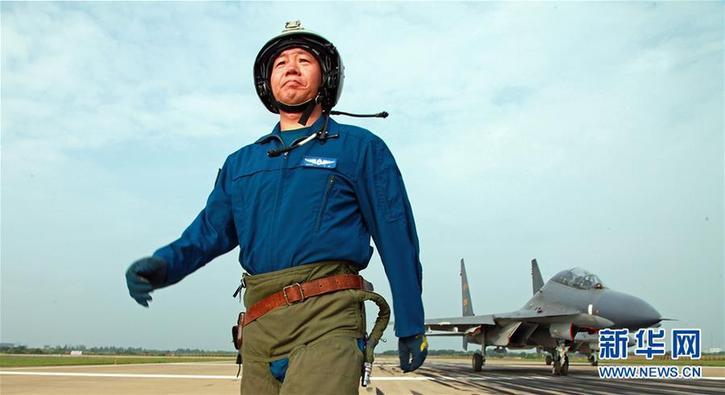 (新华全媒头条·图文互动)(1)战鹰,为祖国奋飞——记空军航空兵某旅旅长、特级飞行员郝井文