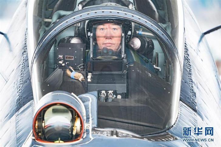 (新华全媒头条·图文互动)(2)战鹰,为祖国奋飞——记空军航空兵某旅旅长、特级飞行员郝井文