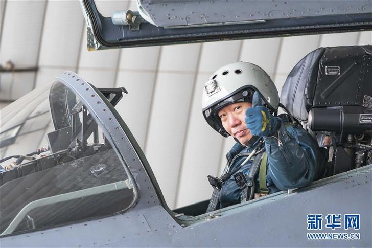 (新华全媒头条·图文互动)(4)战鹰,为祖国奋飞——记空军航空兵某旅旅长、特级飞行员郝井文