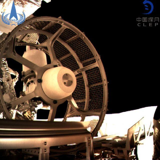 """和嫦娥三号的""""玉兔""""一样,""""玉兔二号""""的设计寿命为3个月,可驶过20"""