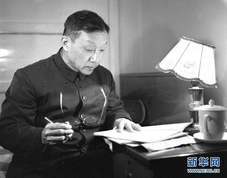 """(改革先锋风采·图文互动)(2)王大珩:开创新中国光学事业的""""追光者"""""""