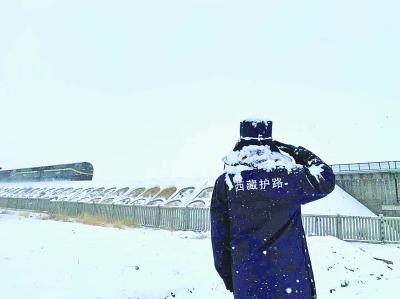 记青藏铁路那曲市色尼区罗玛大队护路队员平措扎西