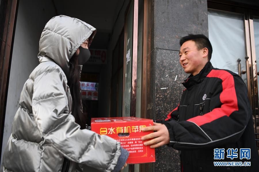 (新华全媒头条・七乐无穷・春节・图文互动)(4)变化中彰显中国发展活力――透视过年方式之变