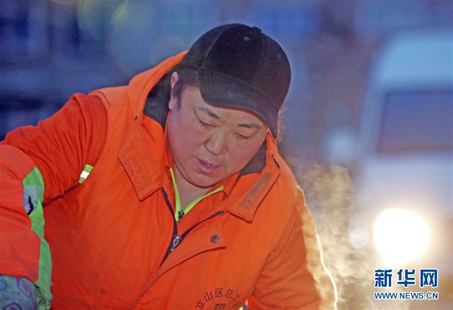 (新春走基層·代表委員履職)(1)馬路牙子上當代表——環衛工人莊艷的履職故事