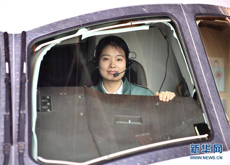 (图文互动)(5)我国首位民机女试飞员:绽蕾扬花 立凌云志