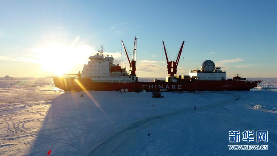 """(第35次南極科考·圖文互動)(3)冰山雪海探南極——""""雪龍""""號第35次南極科考航行記"""