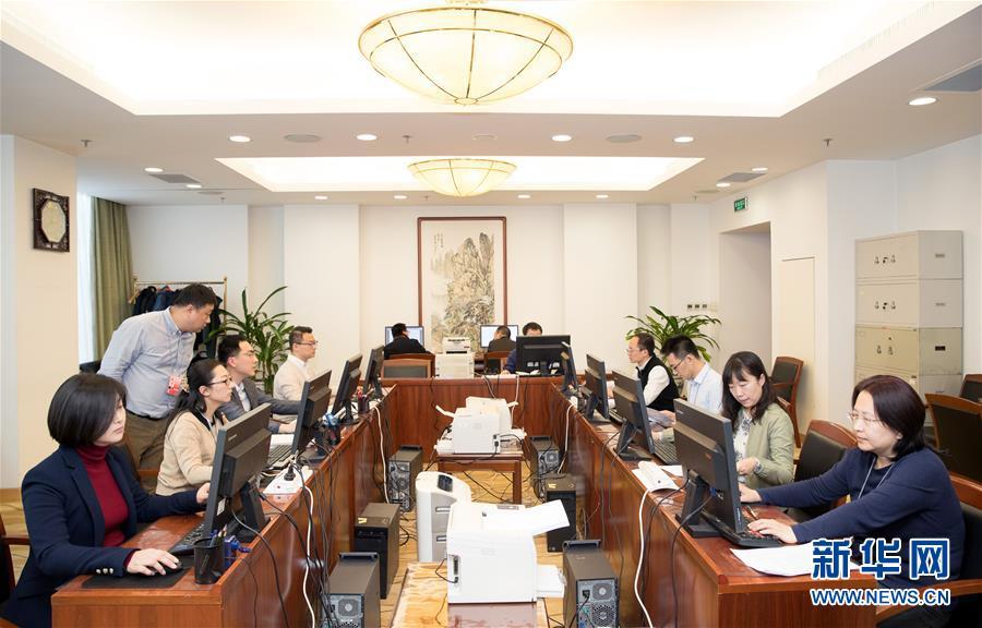 (两会)(1)十三届全国人大二次会议收到代表议案491件 收到代表建议约8000件
