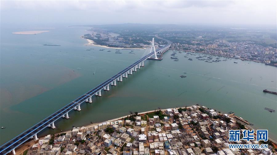 (社会)(2)海南海文大桥建成通车