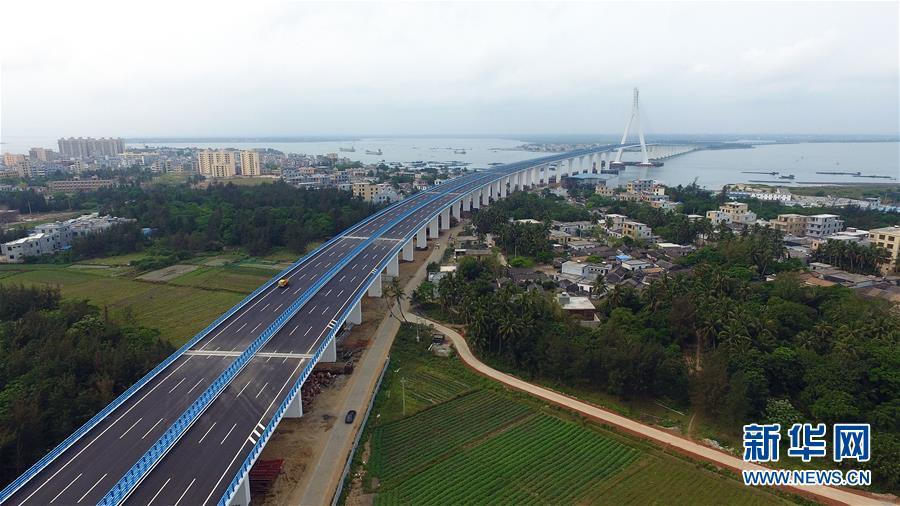 (社会)(4)海南海文大桥建成通车
