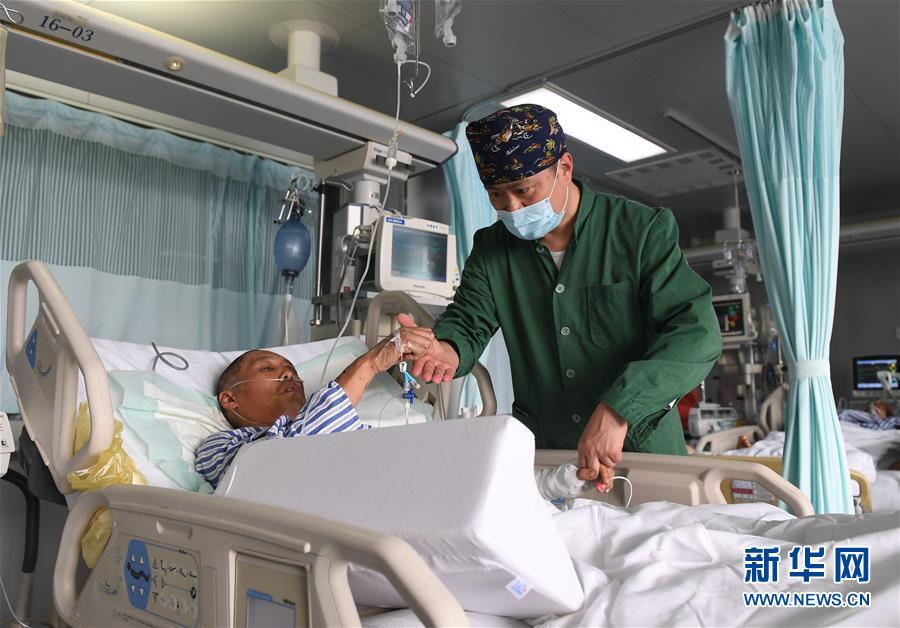 (新华全媒头条・响水化工厂爆炸事故・图文互动)(1)为了617个生命的赛跑――江苏响水爆炸事故伤员救治一线实录