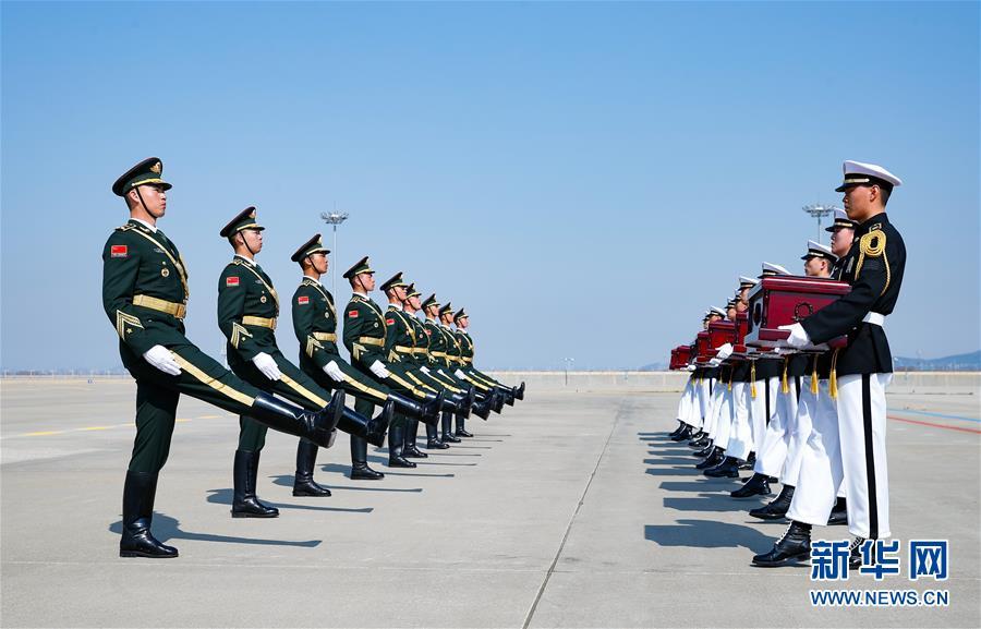 (国际)(5)第六批在韩中国人民志愿军烈士遗骸交接仪式在韩国举行