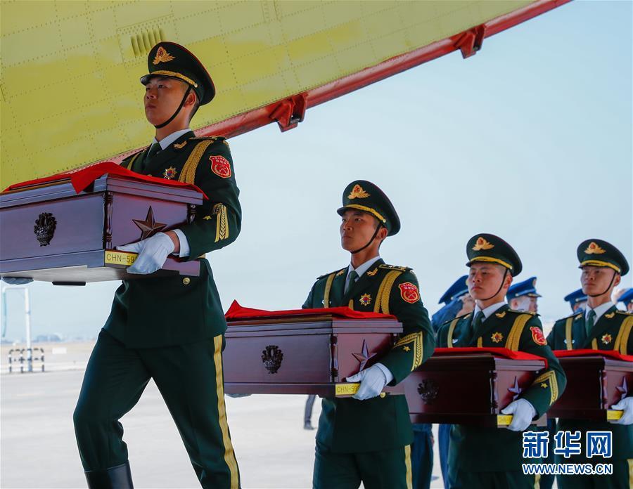 (国际)(12)第六批在韩中国人民志愿军烈士遗骸交接仪式在韩国举行