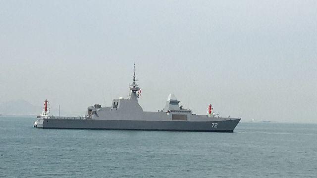 参加海军成立70周年多国海军活动的首艘外国舰艇抵达青岛