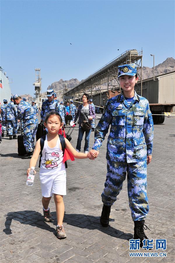(人民海军70年·新华全媒头条·图文互触动)(13)向着靛蓝触宗身——献给人民海军成立70周年