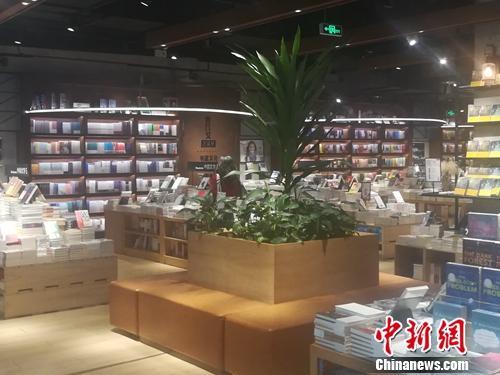 """""""網紅書店""""成打卡圣地 你是去看書還是拍照?"""