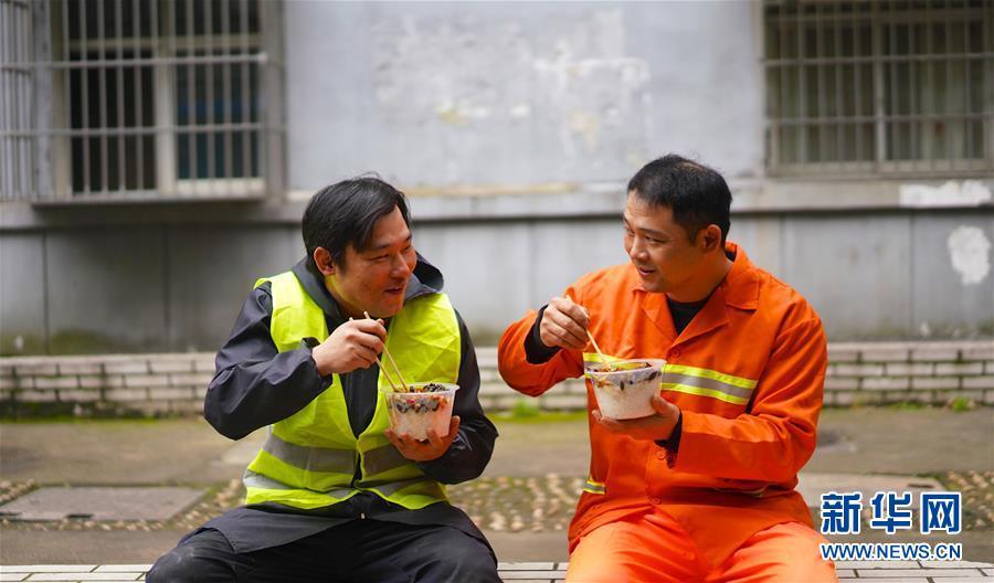 (新华全媒头条·图文互动)(27)青春万岁 强国有我
