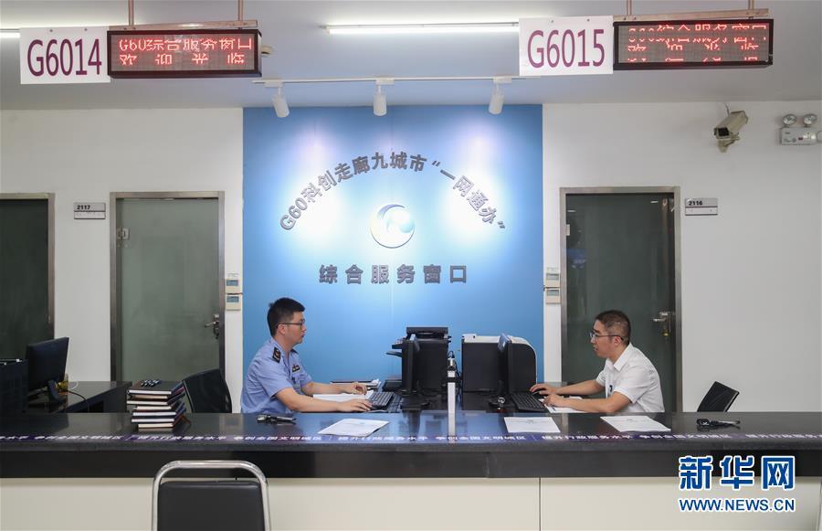 """南阳日报""""社长·总编走基层""""新闻采访团走进镇平"""