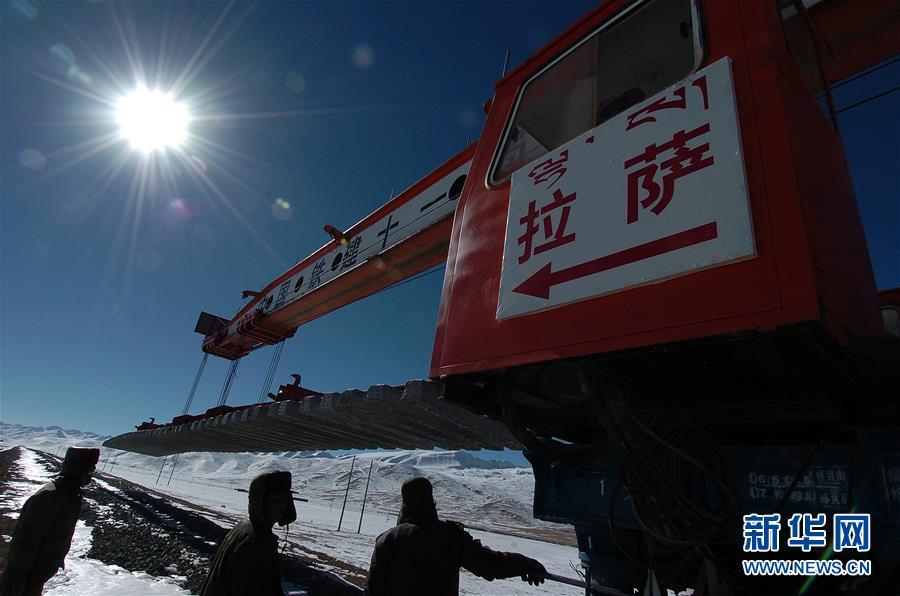(新华全媒头条·壮丽70年·奋斗新时代·图文互动)(1)开拓雪域高原的梦想之路——来自青藏铁路的蹲点报告