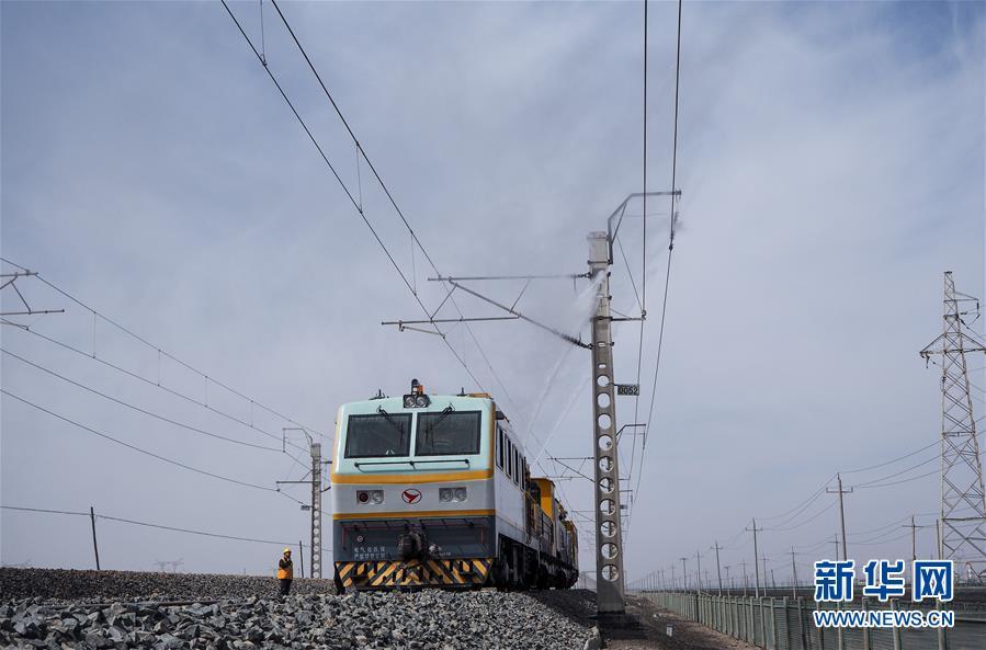 (新华全媒头条·壮丽70年·奋斗新时代·图文互动)(2)开拓雪域高原的梦想之路——来自青藏铁路的蹲点报告