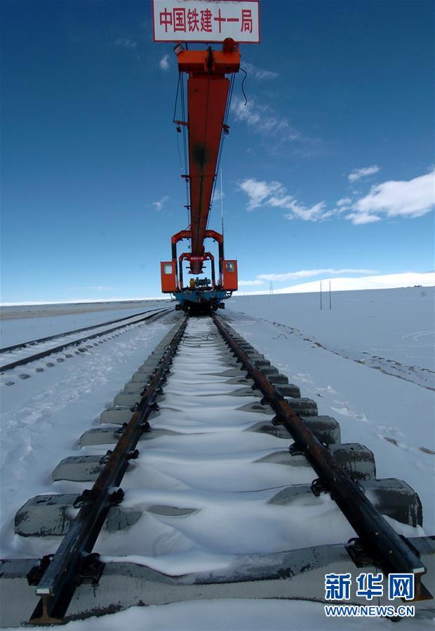 (新华全媒头条·壮丽70年·奋斗新时代·图文互动)(4)开拓雪域高原的梦想之路——来自青藏铁路的蹲点报告