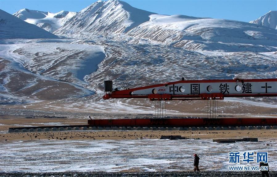 (新华全媒头条·壮丽70年·奋斗新时代·图文互动)(6)开拓雪域高原的梦想之路——来自青藏铁路的蹲点报告