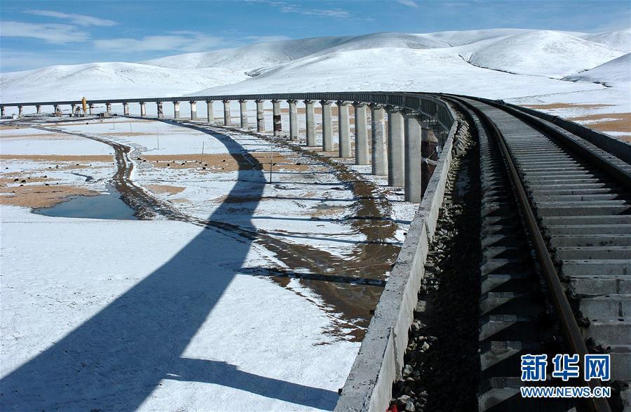 (新华全媒头条·壮丽70年·奋斗新时代·图文互动)(7)开拓雪域高原的梦想之路——来自青藏铁路的蹲点报告
