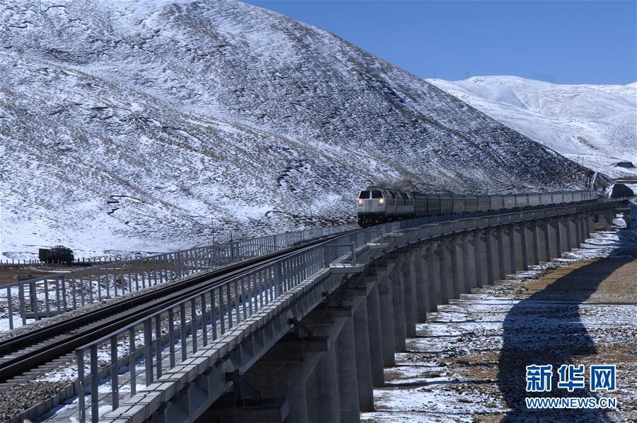 (新华全媒头条·壮丽70年·奋斗新时代·图文互动)(8)开拓雪域高原的梦想之路——来自青藏铁路的蹲点报告