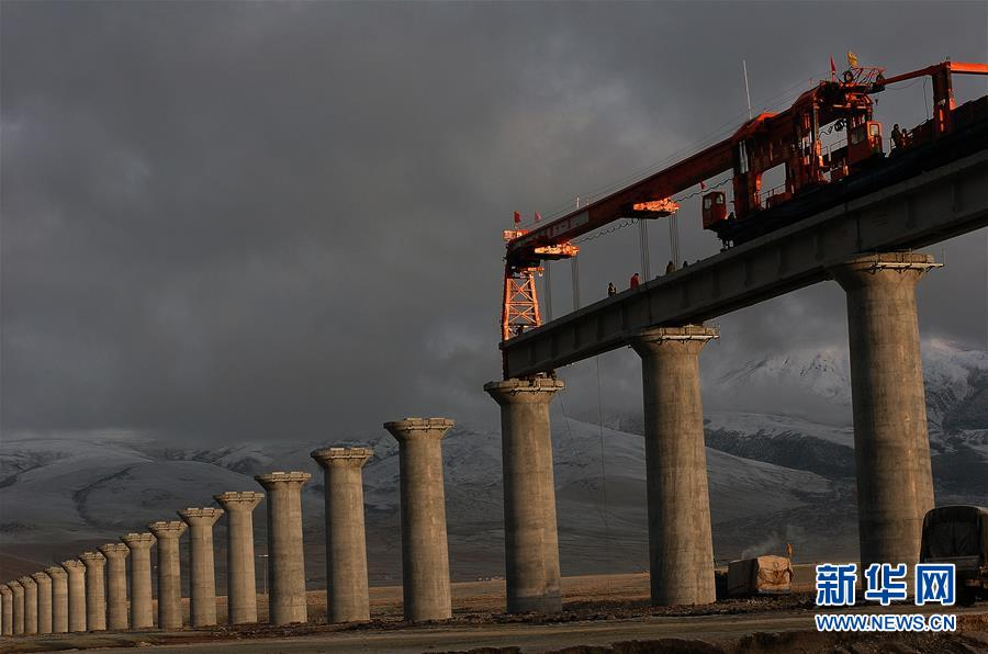 (新华全媒头条·壮丽70年·奋斗新时代·图文互动)(11)开拓雪域高原的梦想之路——来自青藏铁路的蹲点报告