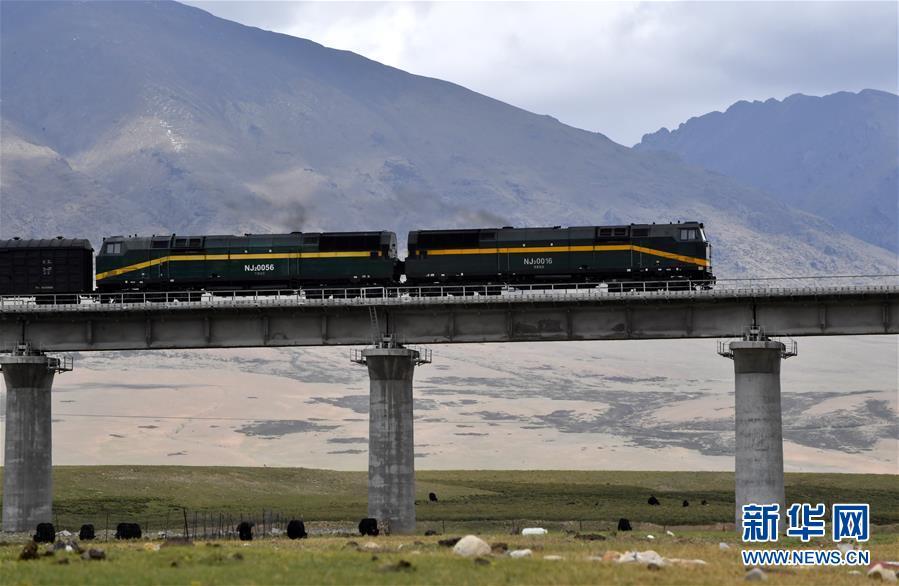 (新华全媒头条·壮丽70年·奋斗新时代·图文互动)(13)开拓雪域高原的梦想之路——来自青藏铁路的蹲点报告