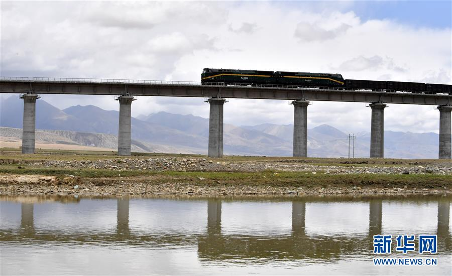 (新华全媒头条·壮丽70年·奋斗新时代·图文互动)(16)开拓雪域高原的梦想之路——来自青藏铁路的蹲点报告
