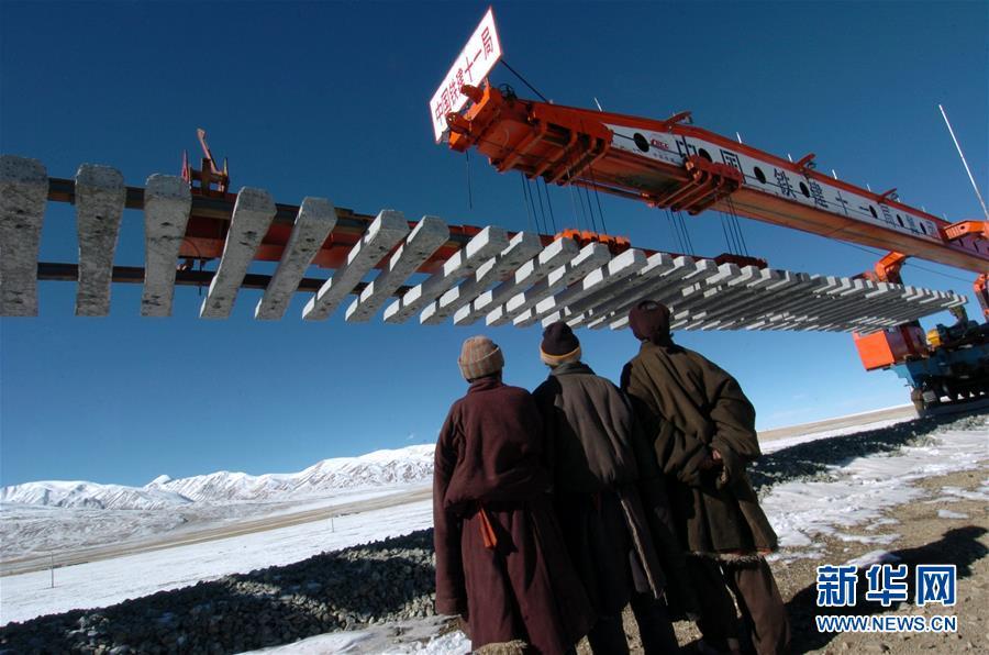 (新华全媒头条·壮丽70年·奋斗新时代·图文互动)(17)开拓雪域高原的梦想之路——来自青藏铁路的蹲点报告