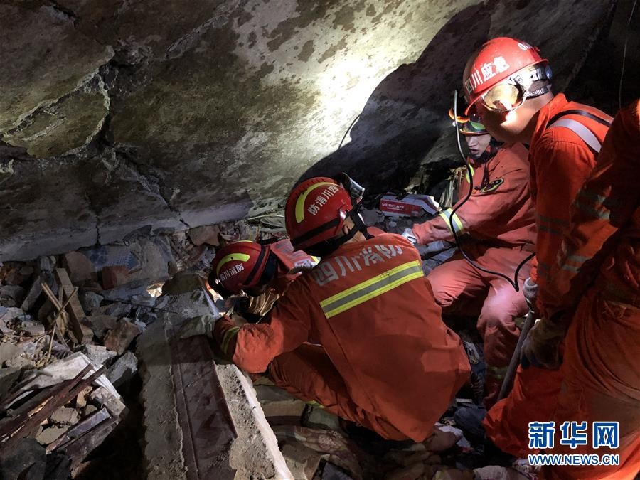 四川省宜宾市长宁县地震已造成11人死亡 救援物资陆续抵达灾区