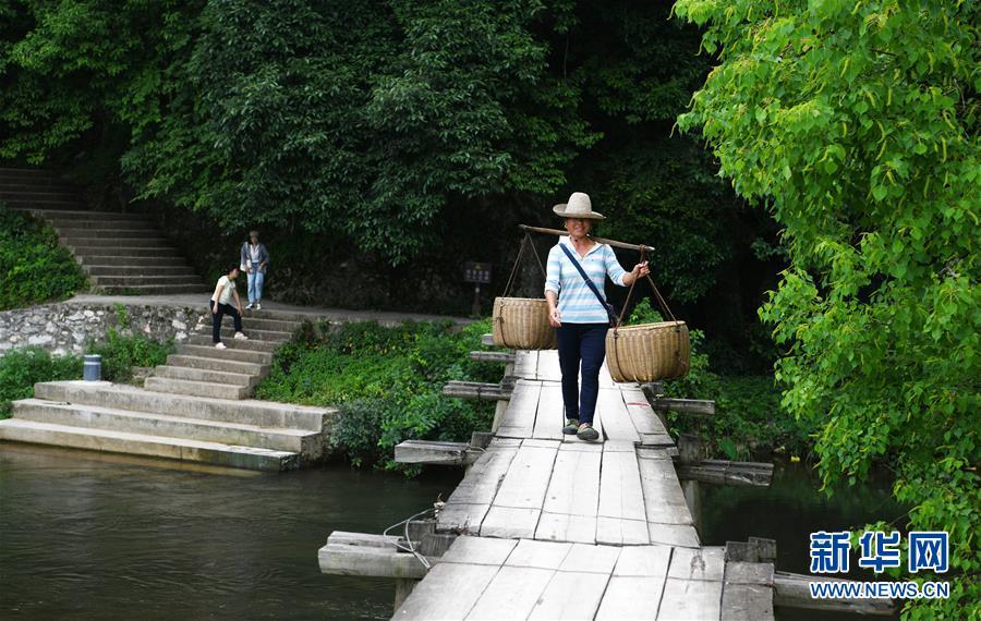 (壮丽70年·奋斗新时代——记者再走长征路·图文互动)(2)啊,红军桥!