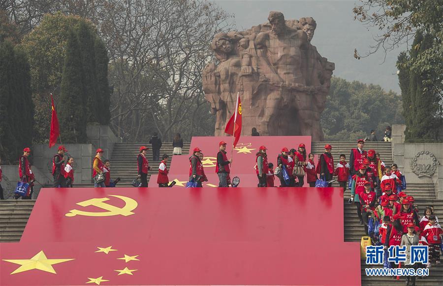 """(新华全媒头条·图文互动)(1)""""中国强大,人民幸福,烈士的鲜血没有白流""""——专访渣滓洞、白公馆脱险志士"""