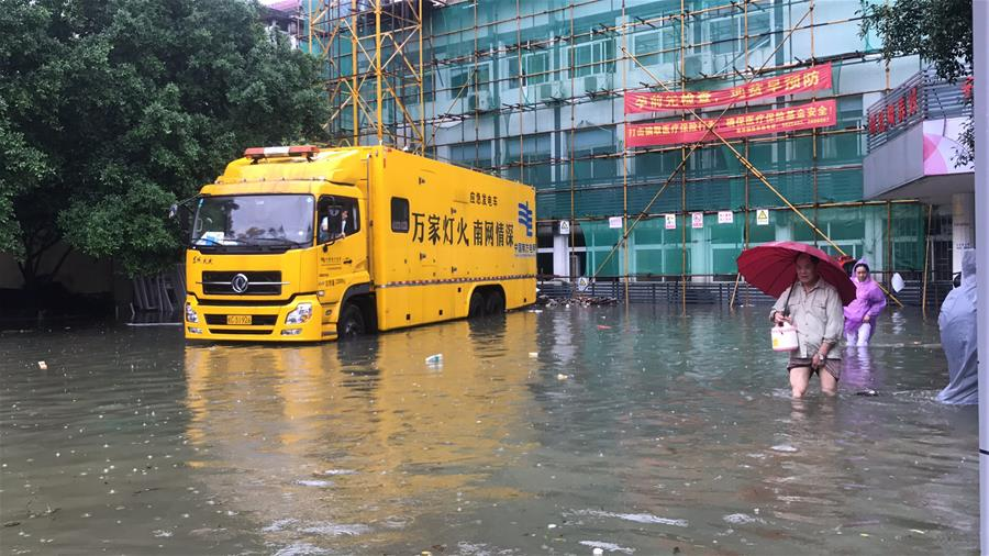 洪水中的温情时刻――广西抗洪救