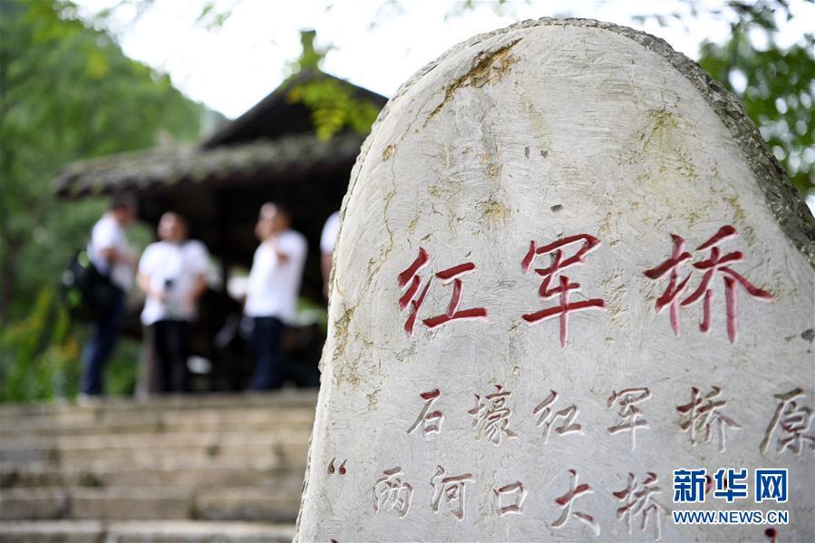 (壯麗70年·奮鬥新時代——記者再走長徵路·圖文互動)(6)無名的犧牲——記在重慶石壕的那場生死離別