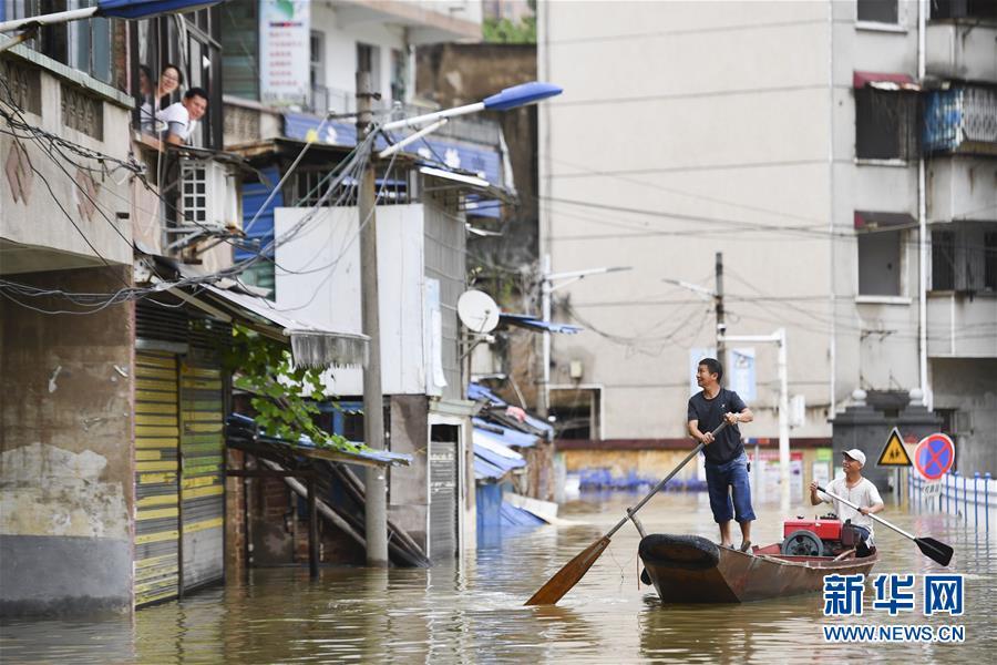 (抗洪抢险·图文互动)(1)洪水来时,那暖心的民间救援