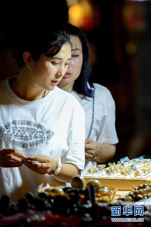 (社會)(1)新疆吐魯番:夜市點亮夜生活