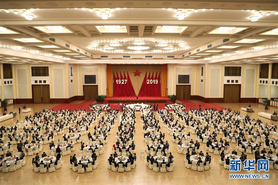(军事)国防部举行盛大招待会热烈庆祝建军92周年