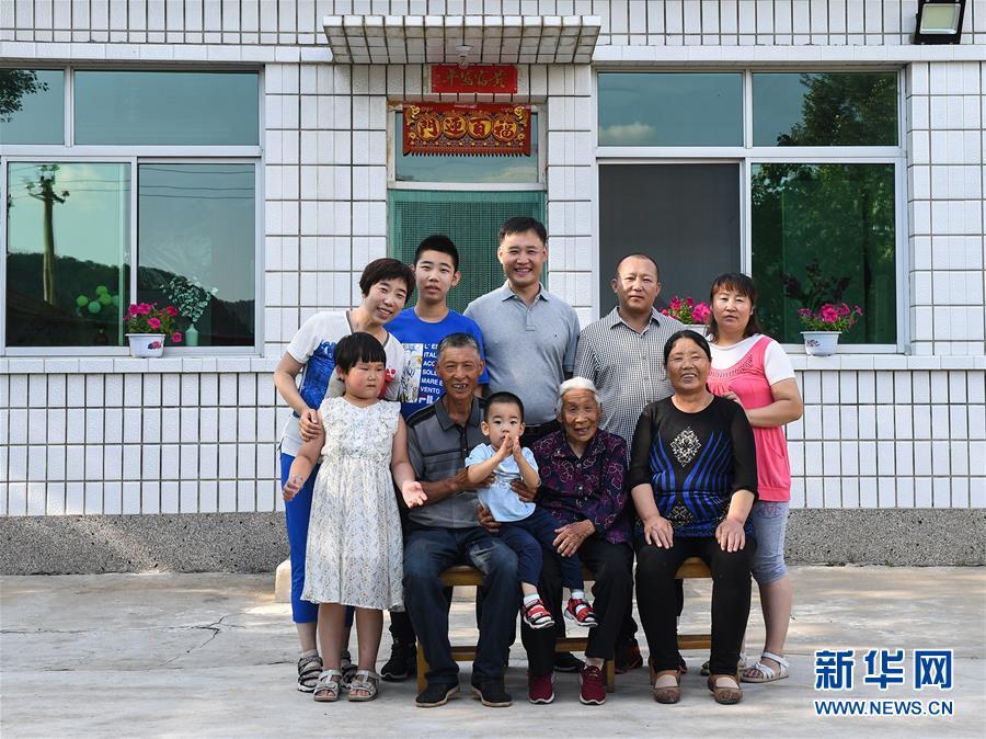 (壮丽70年·奋斗新时代——共和国发展成就巡礼·图文互动)(12)打造亮丽风景线 绘就最大同心圆——新中国70年内蒙古跨越式发展纪略