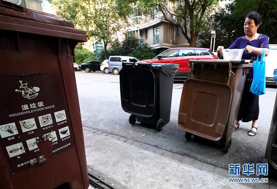 """上海垃圾分類""""滿月"""":""""拎得清""""了,""""守得住""""么?"""