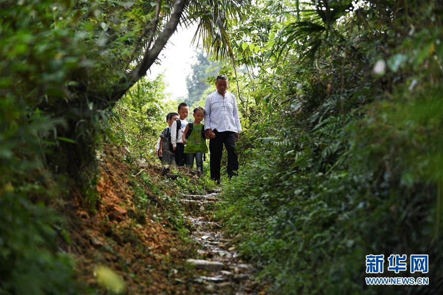 (圖片故事)(12)深山·村小·三十七年