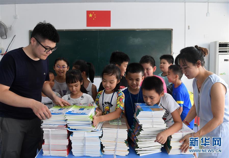 (新华全媒头条·自信中国·70年启示录·图文互动)(4)初心不改为人民——从壮阔70年看中国情怀