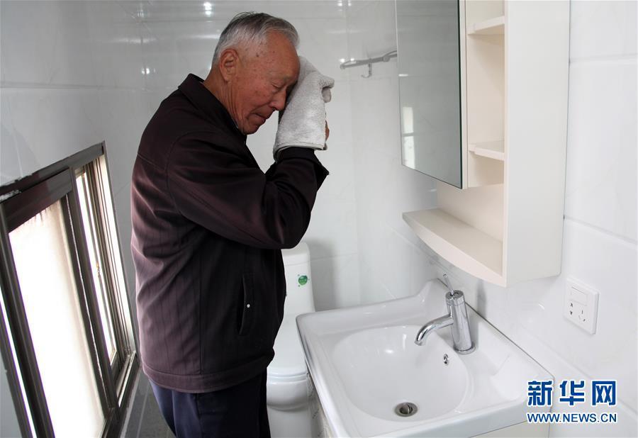 (新华全媒头条·自信中国·70年启示录·图文互动)(7)初心不改为人民——从壮阔70年看中国情怀