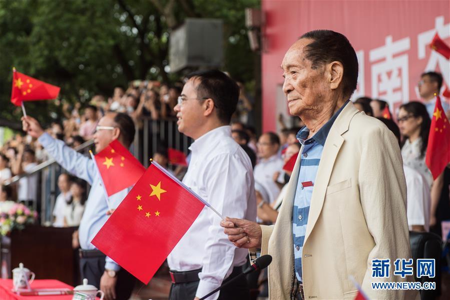 (壯麗70年·奮斗新時代——共和國榮光·圖文互動)(3)袁隆平:把對祖國的熱忱結成飽滿的稻穗