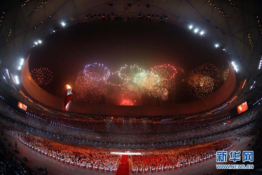 (新华全媒头条·图文互动)(4)天翻地覆慨而慷——从庆祝中华人民共和国成立70周年大型成就展看新中国光辉历程
